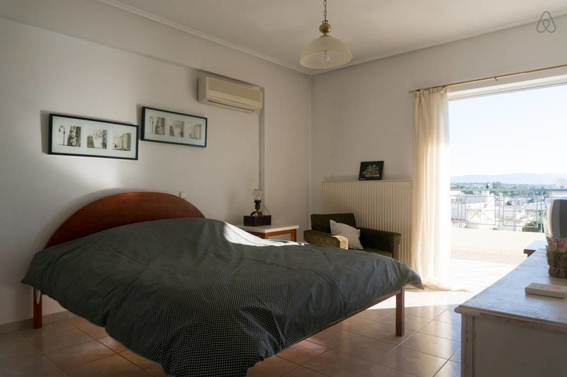 The double bedroom also has a view and access to the balcony