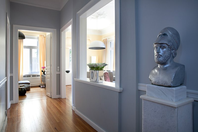 Beautiful corridor with great entrance and TV room with cable channels