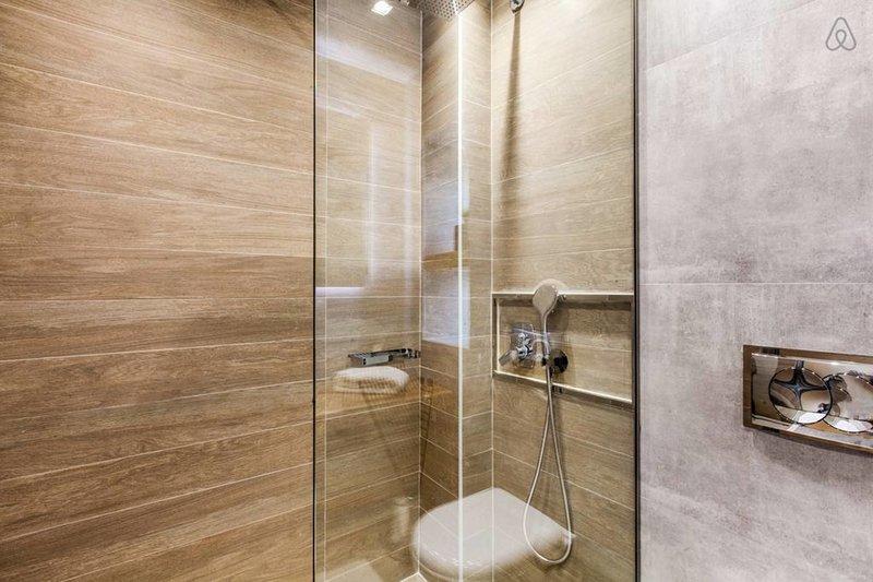 Walk in shower en el baño