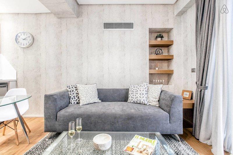 Cómodo sofá moderno