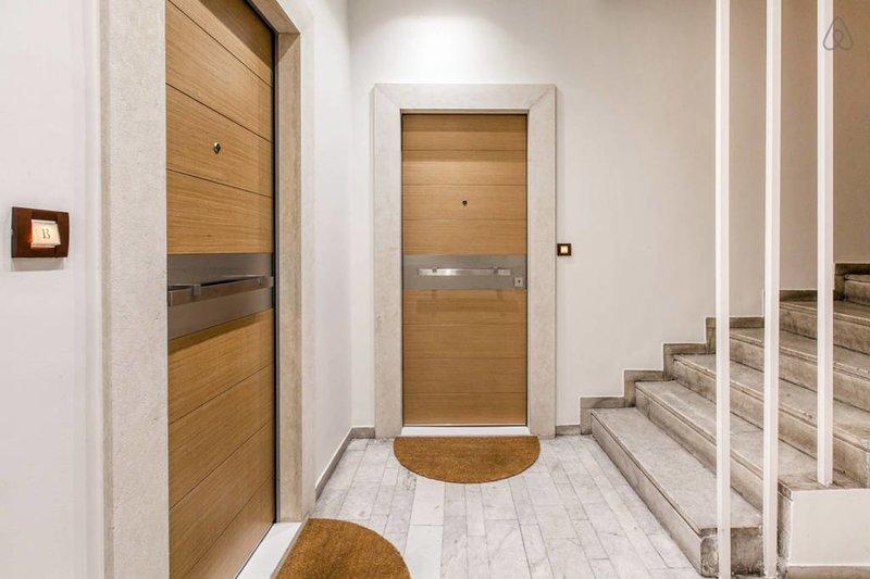La puerta de entrada al apartamento