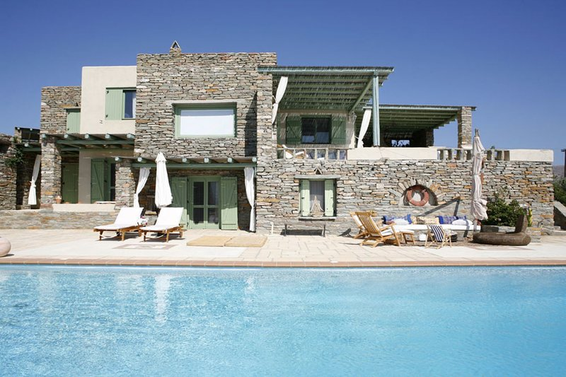Villa Juno with pool and clifftop view, by JJ Hospitality, holiday rental in Kampi