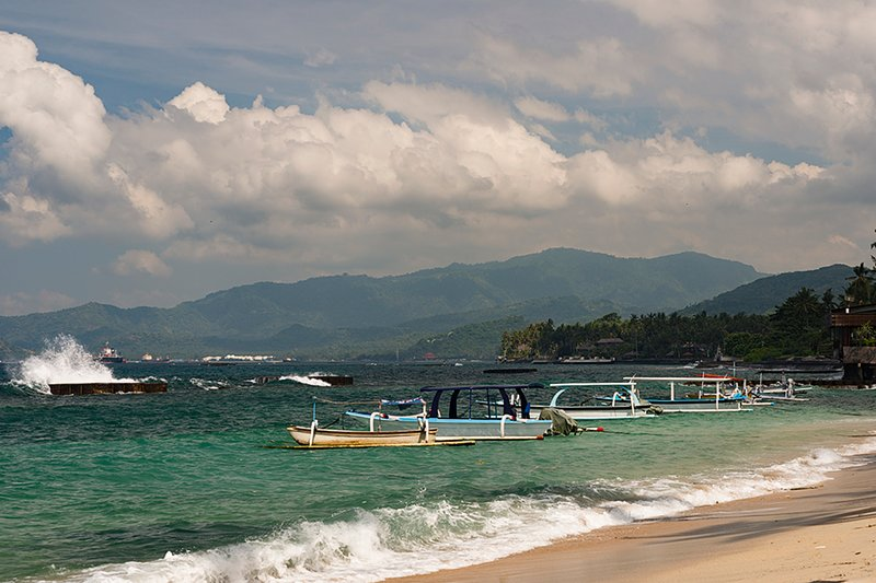 we can arrange private boat to go to Nusa Penida or Nusa Lembongan islands