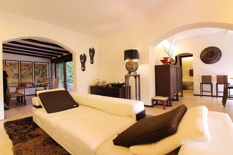 Villa Rokkaria immersa nel verde a 100 metri dallo shopping, vicina alle spiagge, vacation rental in Villasimius