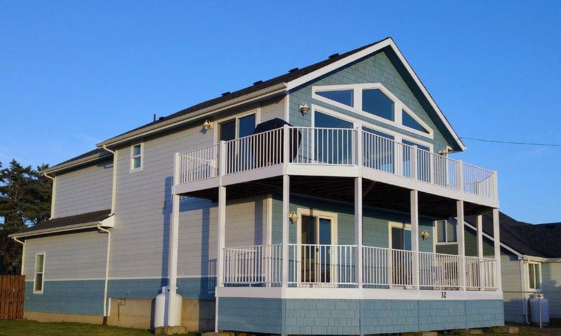 Ocean/Beach Views, Fenced Yard, GAMEROOM, Quick walk2beach,WIFI,Cable, Sleeps 12, holiday rental in Pacific Beach