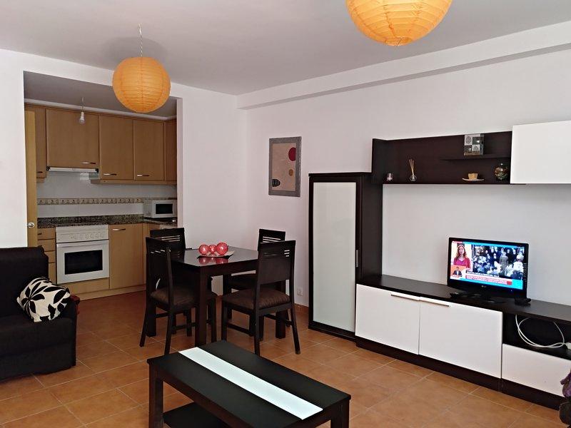 PRECIOSO APARTAMENTO A PIE DE PLAYA, vacation rental in Valdovino