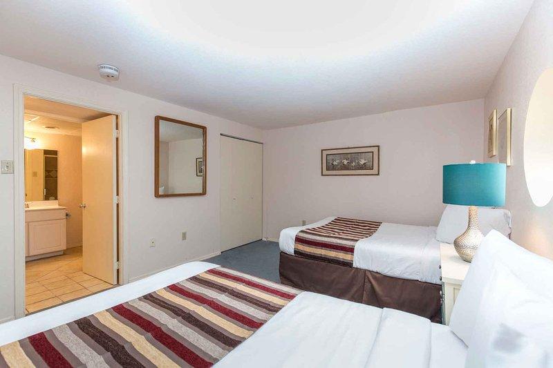 El segundo dormitorio tiene su propio baño completo