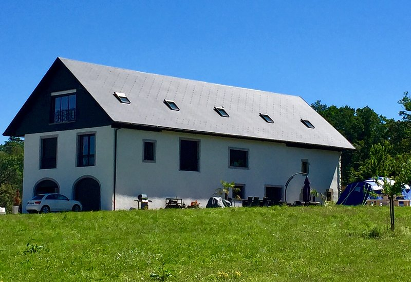 The farm is surrounded by forest and a nice park. Ideal for rest and play. Animals can be visited.