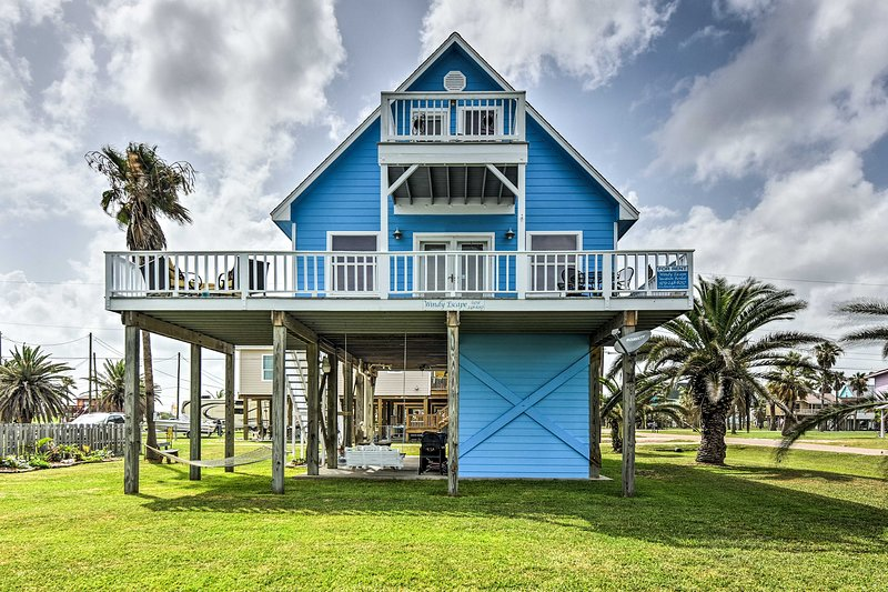 Discover your next retreat at this Surfside Beach vacation rental house!