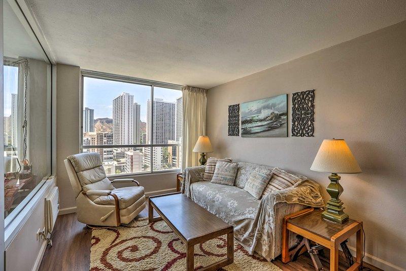 Mantenha as cortinas puxadas para trás para revelar vistas de tirar o fôlego de Waikiki.