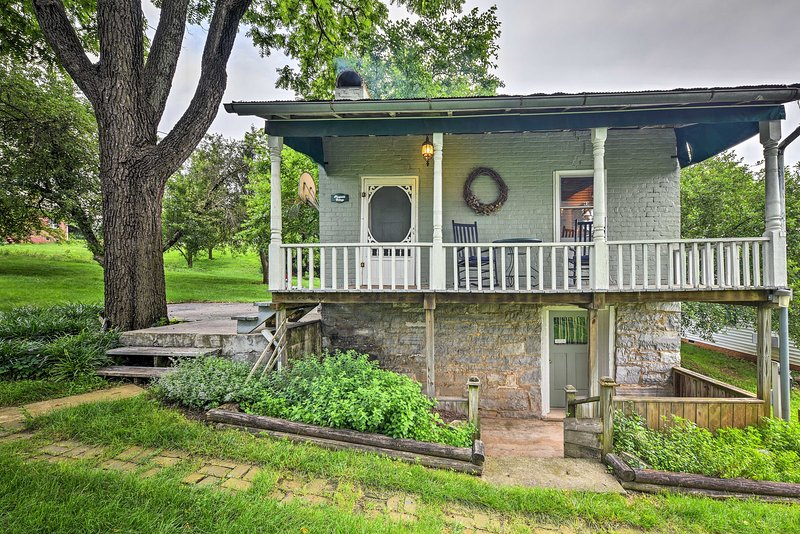 Explore Harrisonburg from this 1-bedroom, 1-bath vacation rental cottage.