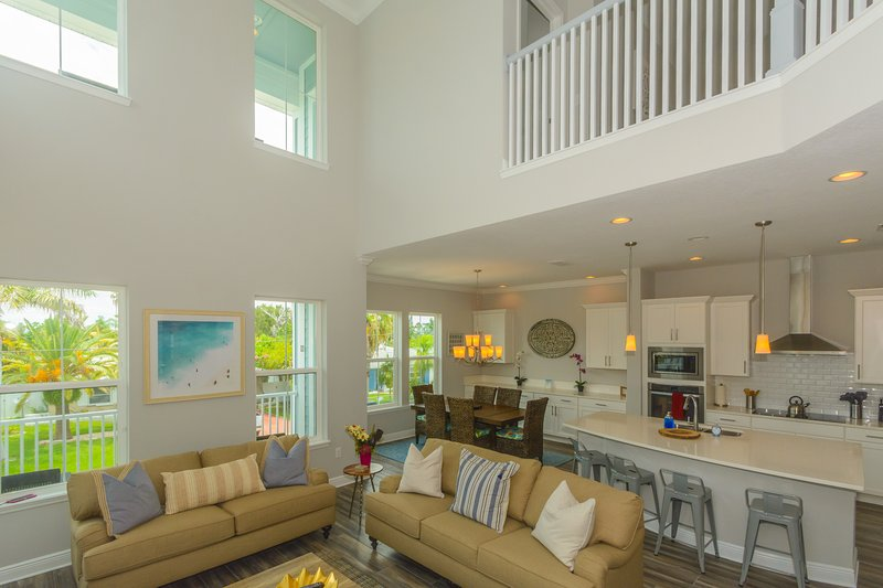 Tropical Treasure Villa - Giant spa and steps from the beach!, holiday rental in Redington Beach