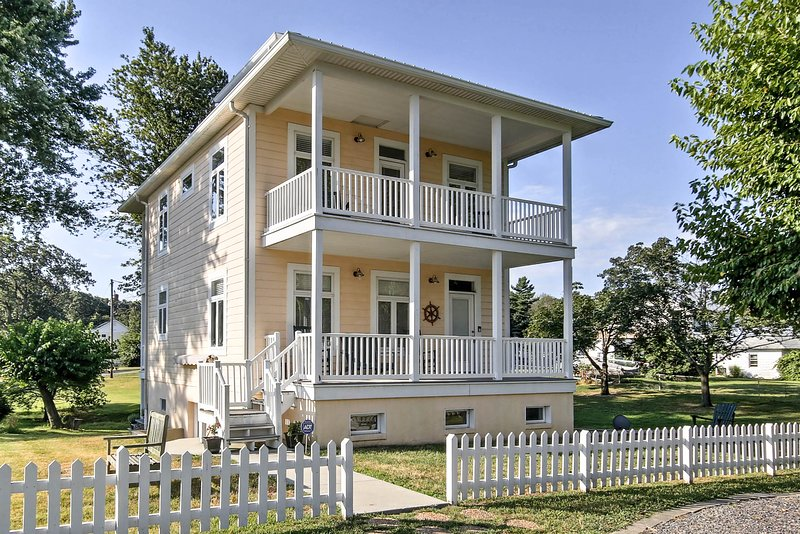 Book your Colonial Beach getaway to this charming vacation rental apartment!