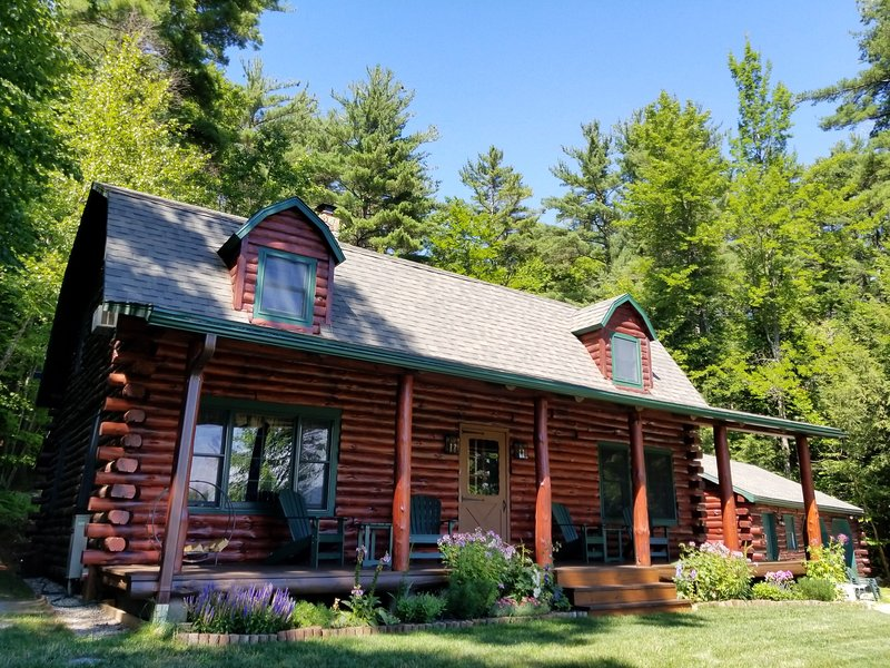 Cozy Log House with Beautiful View, holiday rental in Lake George