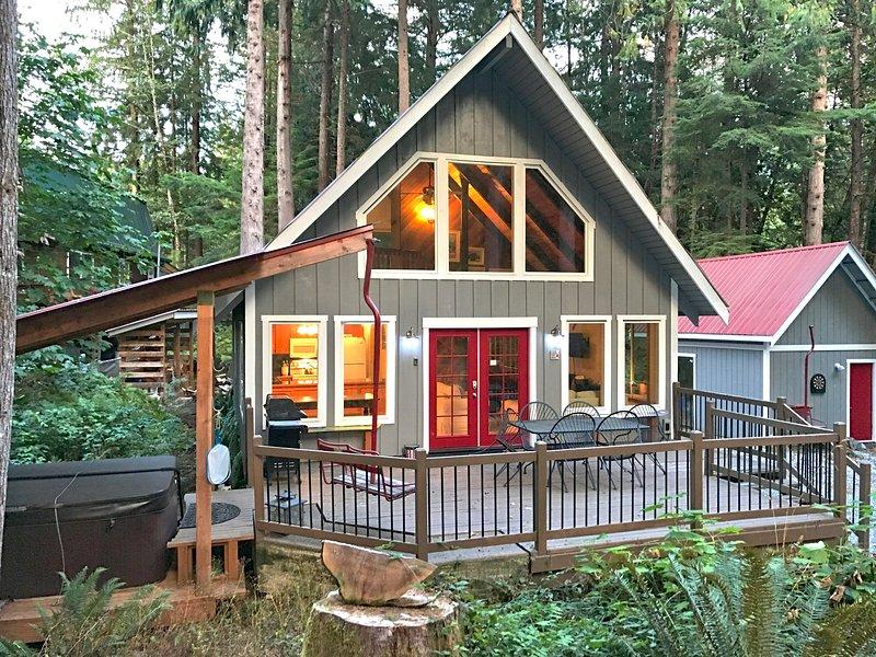 Mt. Baker Rim Family Cabin #99-HOT TUB, BBQ, WIFI*, PETS OK, WASHER/DRYER, SLP-6, vacation rental in Glacier
