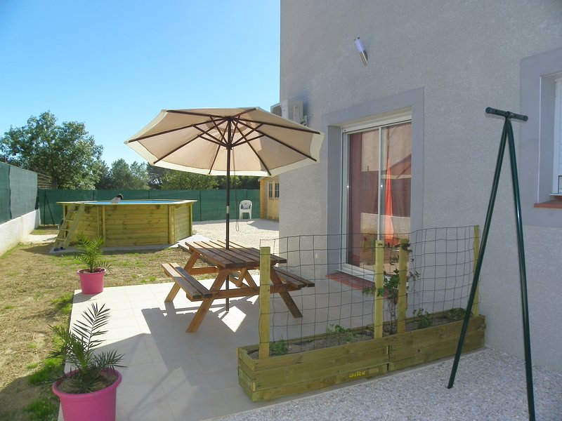 Beautiful villa with swimming-pool, location de vacances à Ouveillan