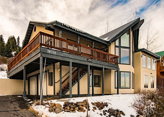 Charming Tahoe Donner Chalet in Truckee, vacation rental in Truckee