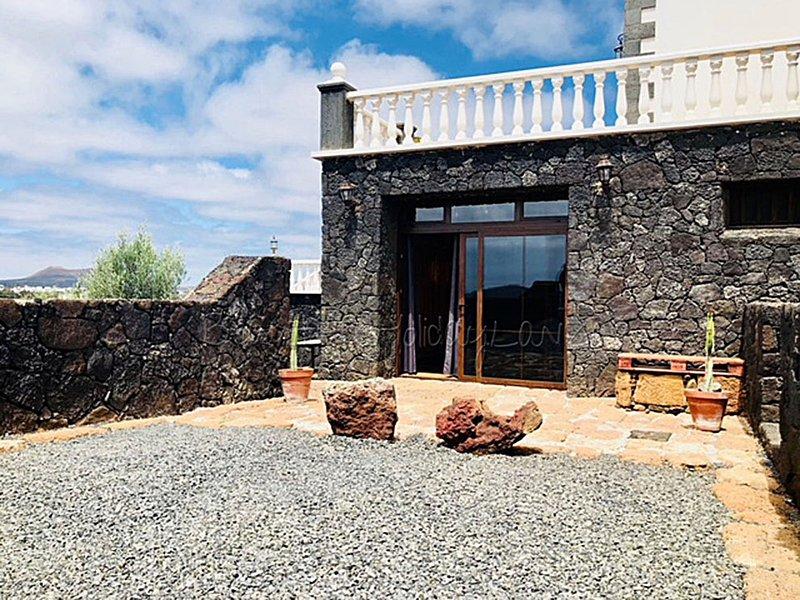 Casa Bellavista in Mozaga mit tollen Ausblick, Terrasse,Parkplatz,Wifi und Grill, holiday rental in Tiagua