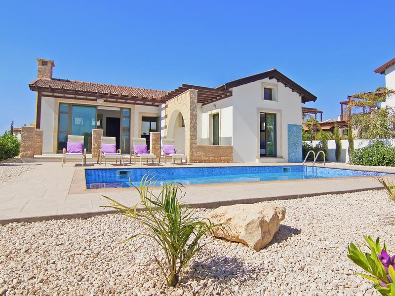 Ayia Thekla Villa Sleeps 4 with Pool and Air Con - 5813365, alquiler vacacional en Xylophagou