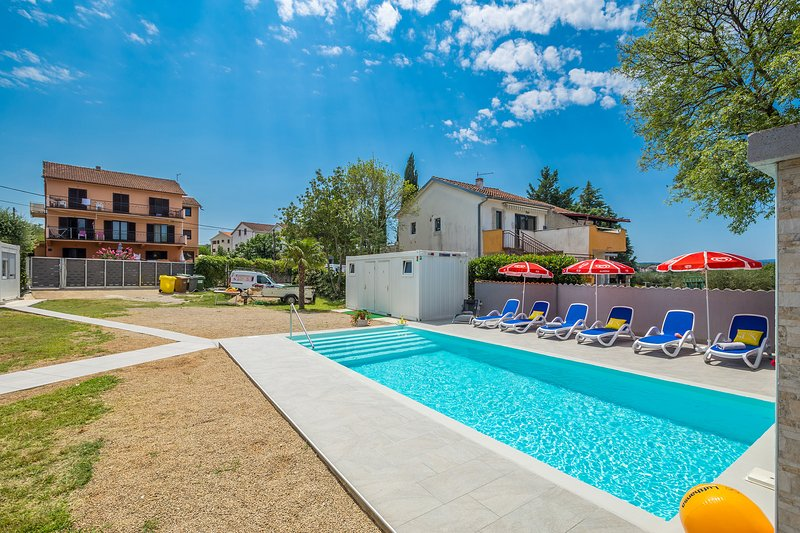 Charming comfortable appartment :)& Pool, vacation rental in Malinska