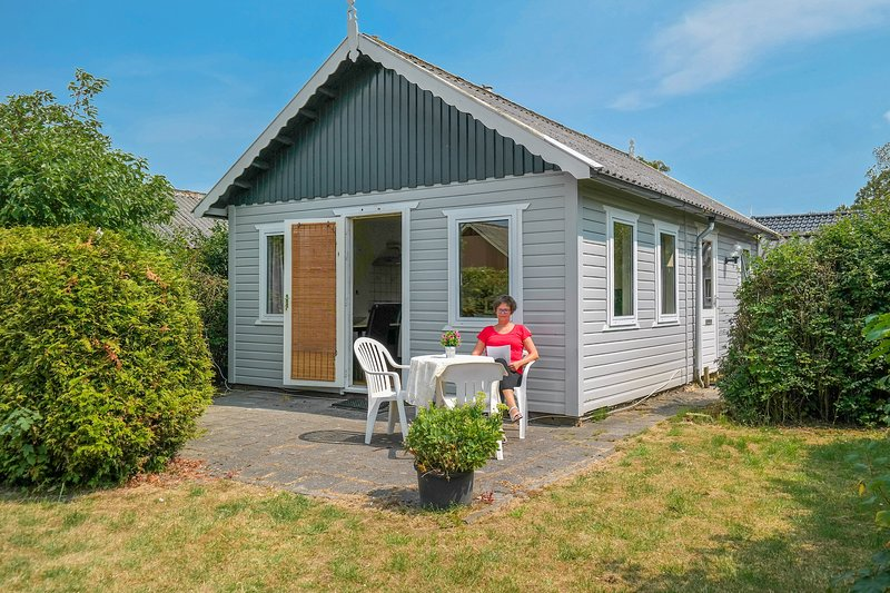 Cheapest 4 pers holiday home close to the National Park Lauwersmeer, Ferienwohnung in Anjum