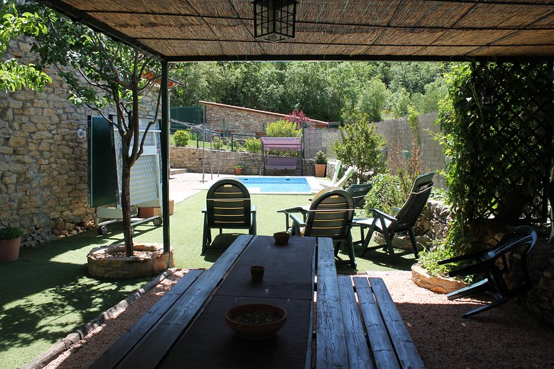 Amazing villa with swimming-pool, holiday rental in Peralta de la Sal