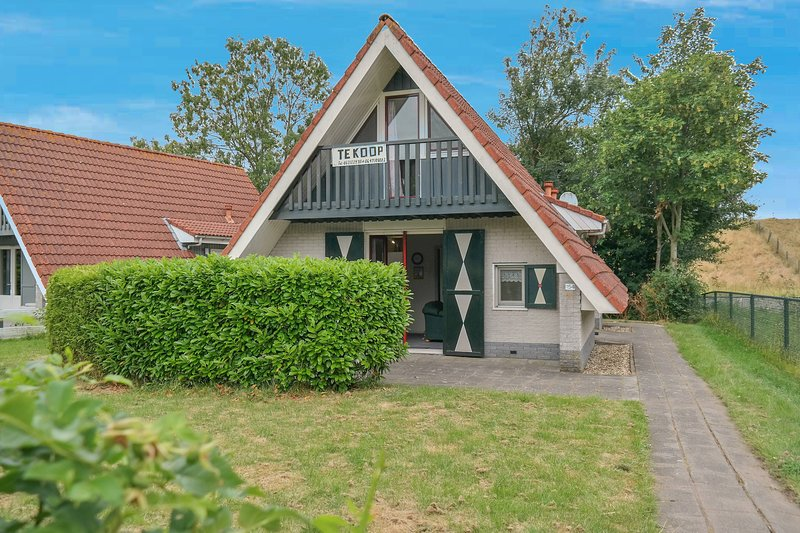 6 pers Holiday home behind a typical Dutch dike in a quiet park, Ferienwohnung in Anjum