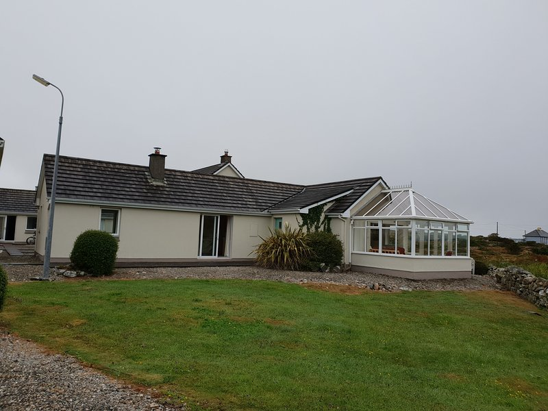 No 3 Ballyconneely Cottage, Aillebrack, holiday rental in Ballyconneely