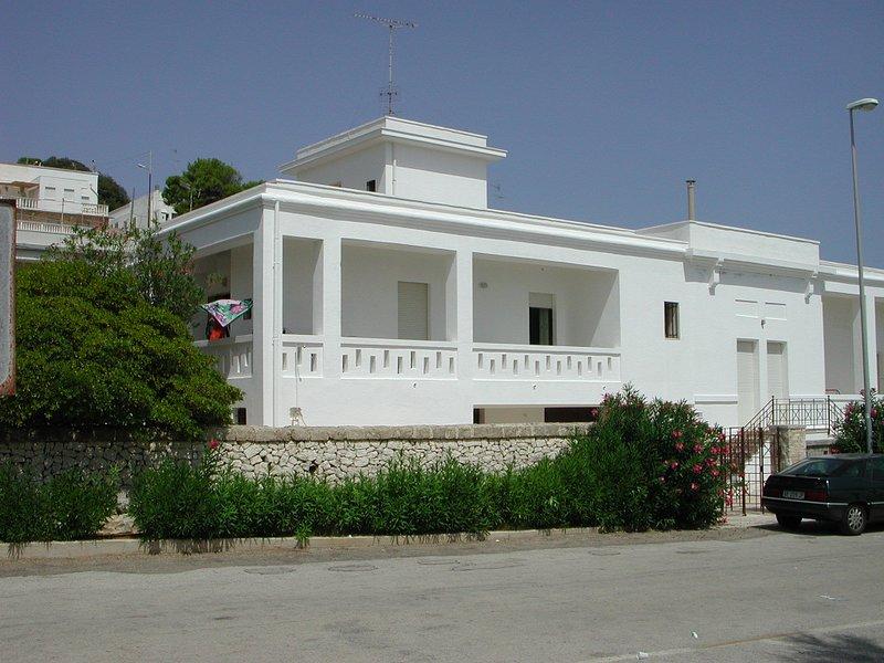 Santa Cesarea Terme - Villa sul mare con grande giardino e partcheggio privati, aluguéis de temporada em Porto Badisco