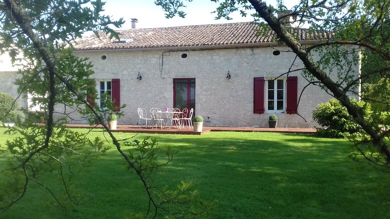 Amazing house with terrace & Wifi, holiday rental in Eymet