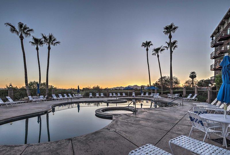 Panoramic views frame this Lake Havasu City condo for 4-6.