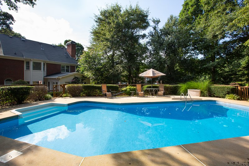 Stunning Mansion 5BR 3BA with Private Pool, location de vacances à Conyers