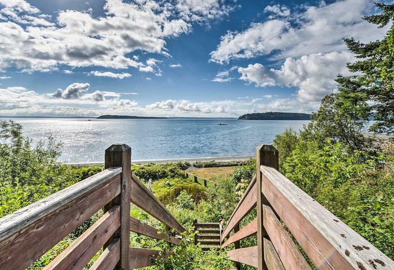 Accedi istantaneamente alla spiaggia di Puget Sound da questa casa di Port Ludlow!