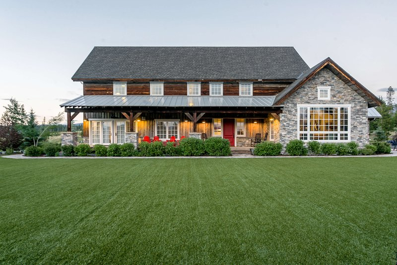 Enormous turf lawn overlooked by the expansive deck