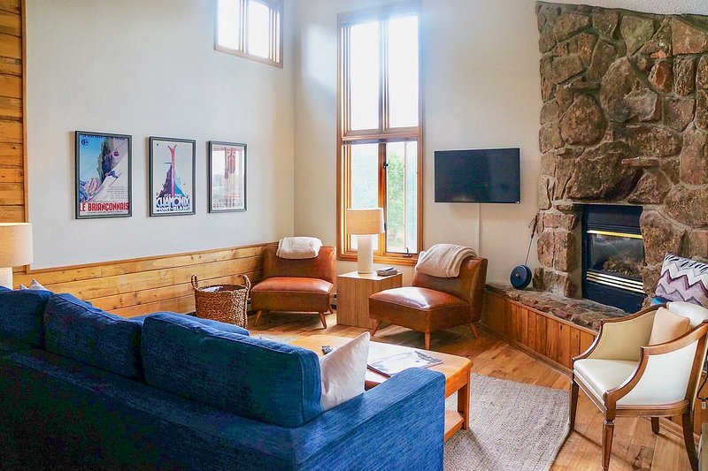 Cozy Fraser Condo Only 10 Mins From Winter Park!, holiday rental in Hot Sulphur Springs