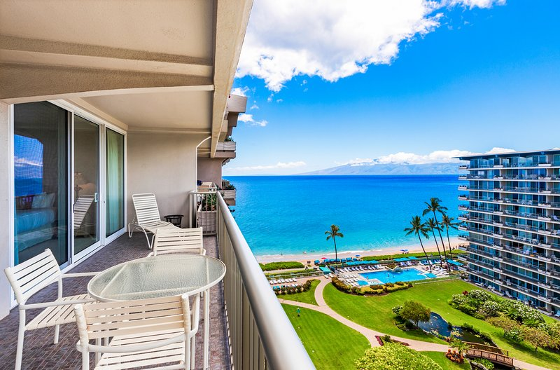 Spectacular and spacious corner unit 1bd/2ba with ocean views and mountain views!