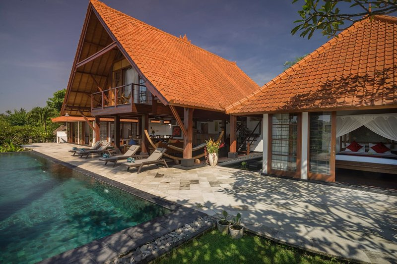 Villa Rumah Bunga on Bali's East Coast, holiday rental in Saba