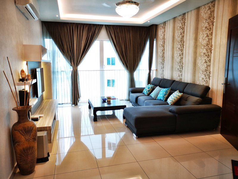 Luxury Holiday Condo 3b3B with Private Lift, holiday rental in Penang Island