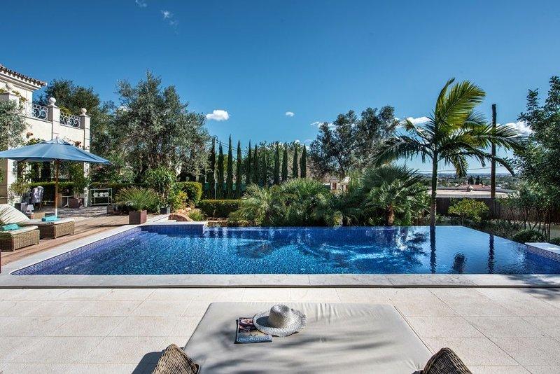 Villa Castagnet, holiday rental in Alfarrobeira