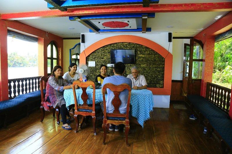VAISHNAV CRUISE, holiday rental in Kainakary