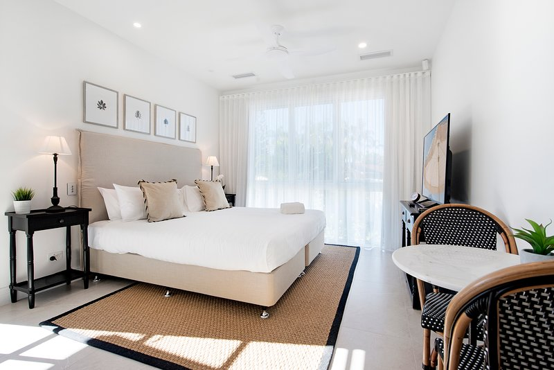 Hampton #1 Broadbeach 1 Bedroom Apartment - New Luxurious and Spacious, holiday rental in Mudgeeraba