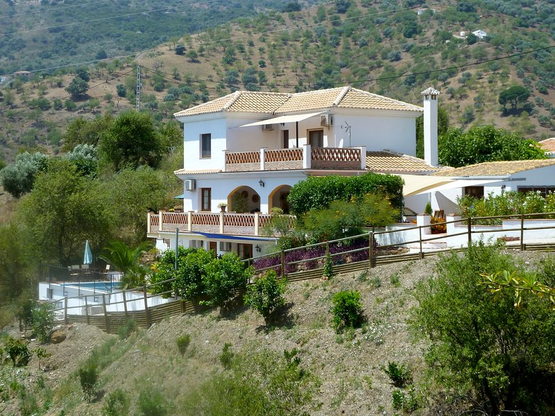 Luxury 'Pool Level' Apartment, holiday rental in Comares
