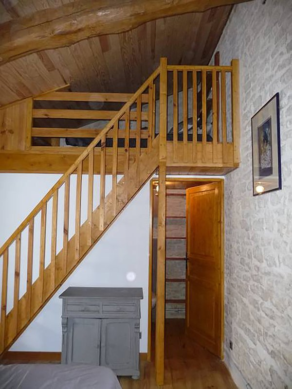 1st floor Mezzanine + WC entrance