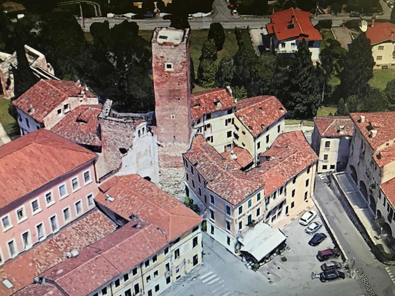 Relais nel Castello - Flat in the Medieval Tower, vacation rental in Pove del Grappa