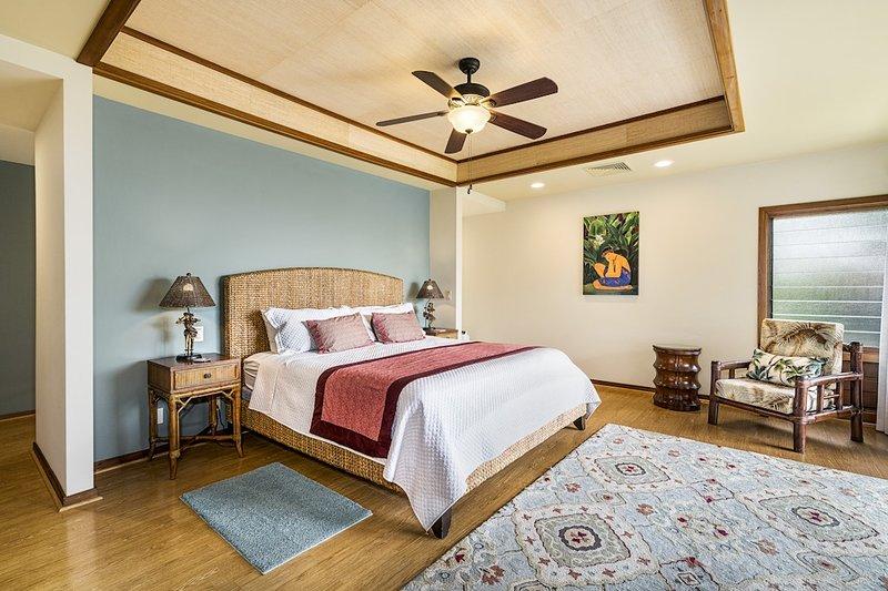 Master-Schlafzimmer mit Kingsize-Bett