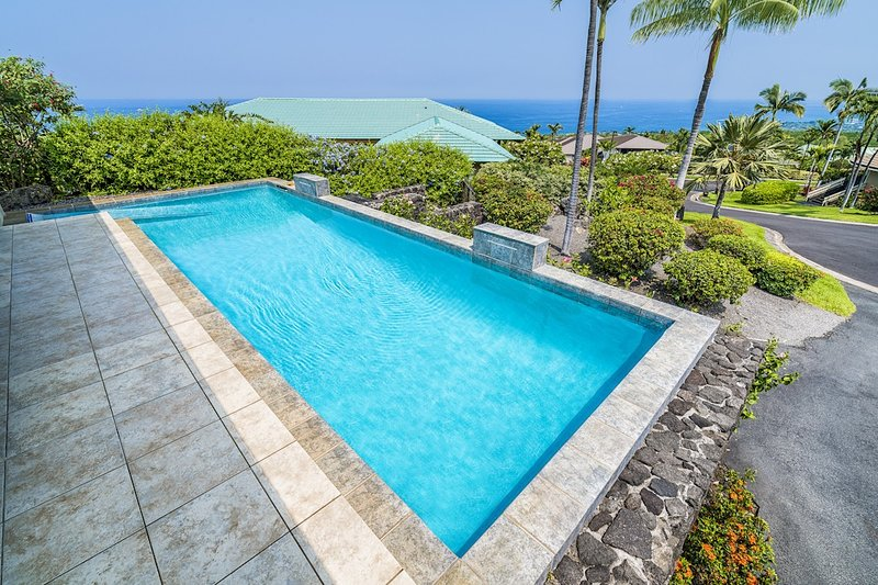 Privater Infinity-Pool mit Meerblick