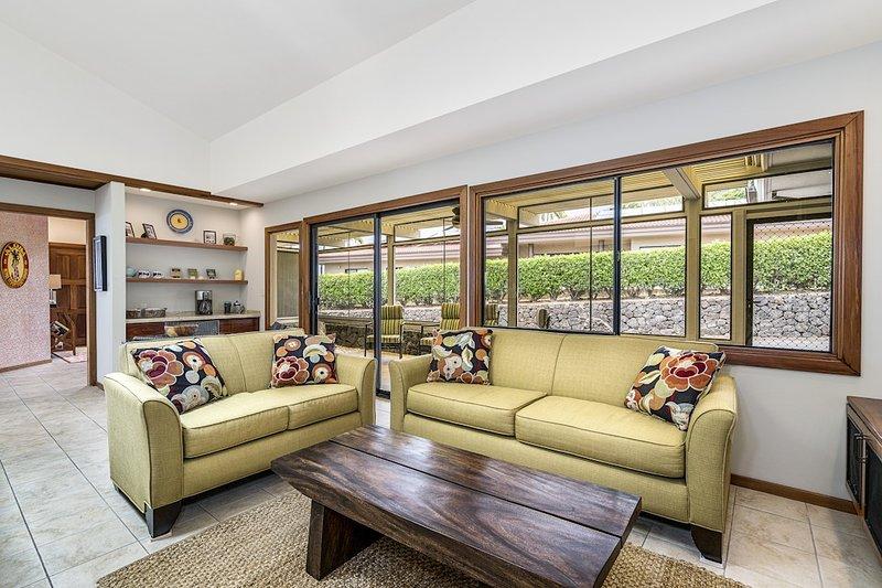 2. Wohnbereich mit Flatscreen-TV