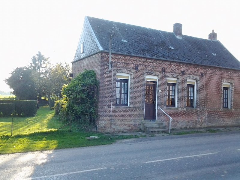 Nice house with garden & Wifi, holiday rental in Courcelles-au-Bois