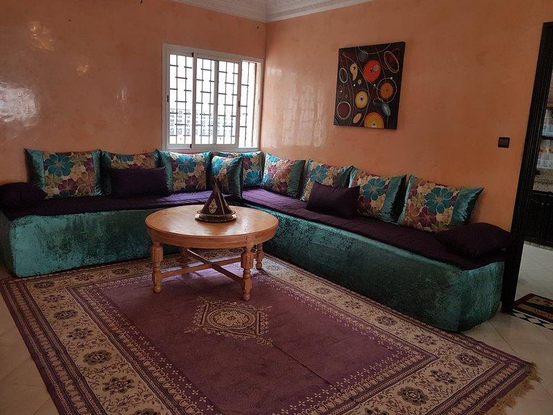 Bel apartement 110m2 avec terrasse 50m privative a 10mn de ka plage, holiday rental in El Jadida