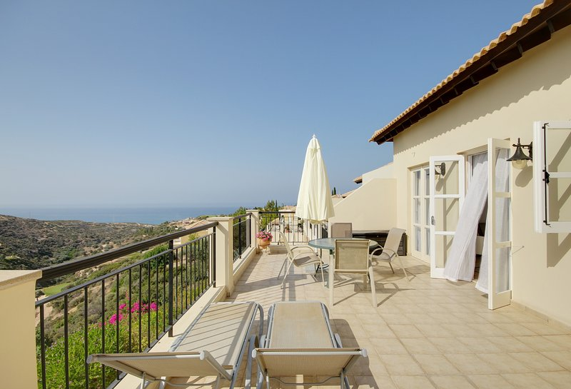 Great balcony with sea & ravine views